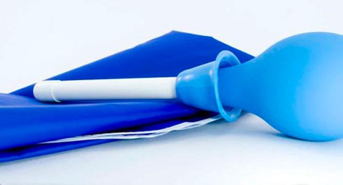 Спринцевание раствором из соды помогает справиться с молочницей