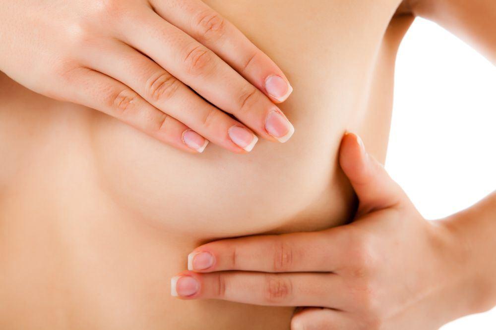 Шарик в груди может появиться из-за мастопатии