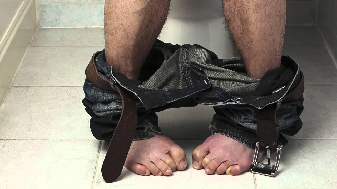 При недержании мочи мужчинам следует пройти лечение