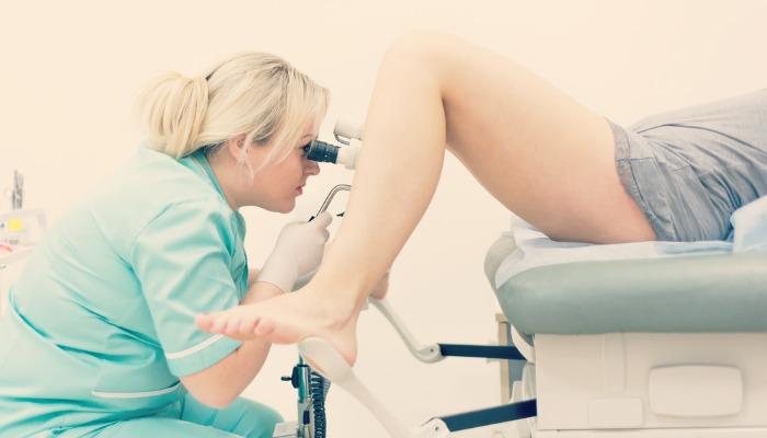 Осмотр у гинеколога у девушек видео