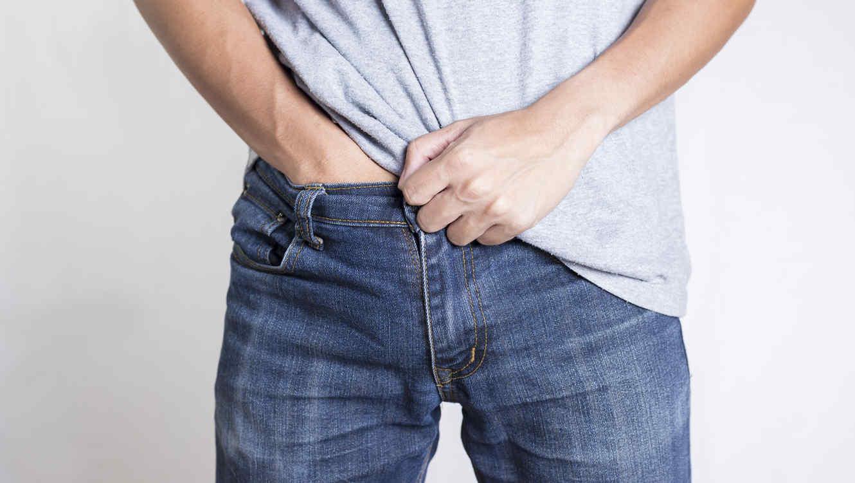 Неприятный запах от полового члена может возникнуть по разным причинам