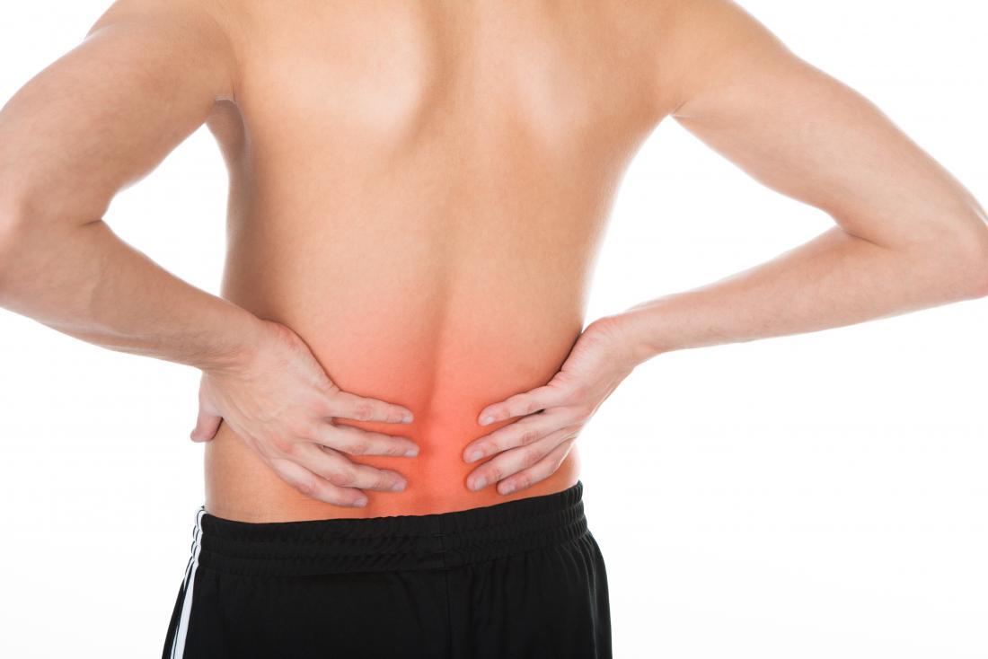 Боль в пояснице у мужчин бывает спровоцирована разными факторами